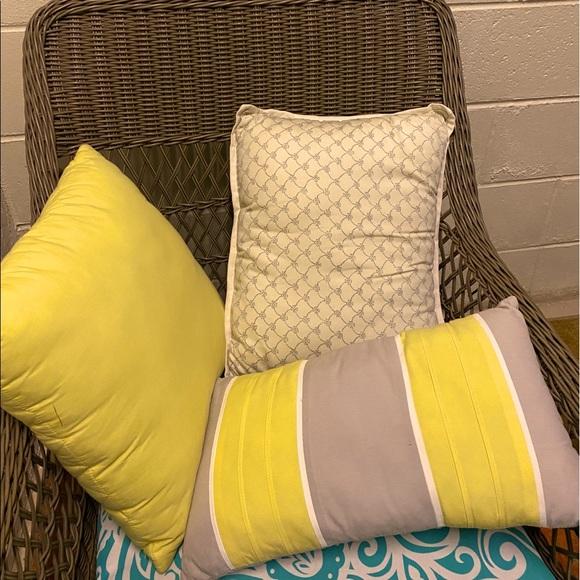 Pillows (3) set